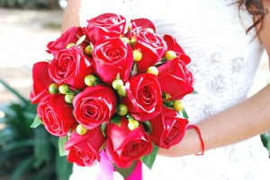Artificial red bouquet (1)