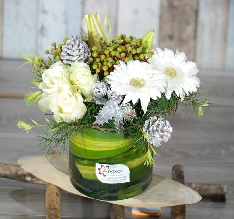 Christmas Flower Arrangements White.Cheerful Festival Xmas