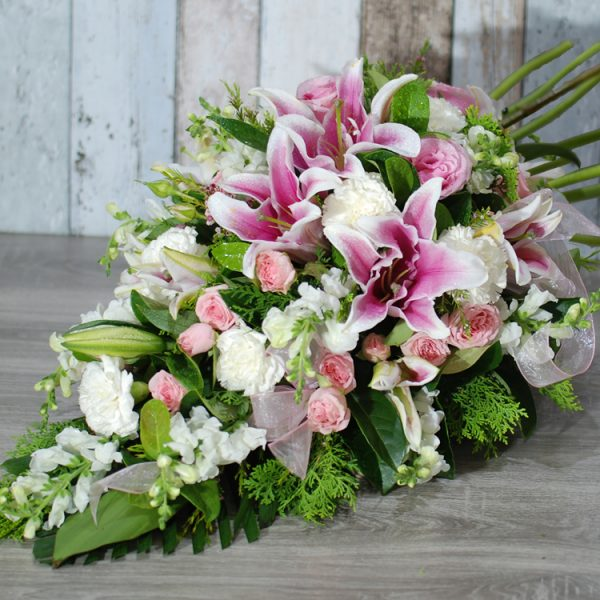 Funeral Flowers Sheaf – thoughtful in pink