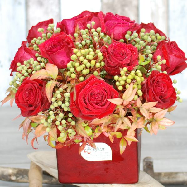 Valentine Flowers – Beautiful Red with berry- 12 Red rose in  Red Vase