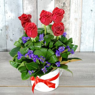Valentine Flowers- Beautiful Charm HatBox - 5 stem roses