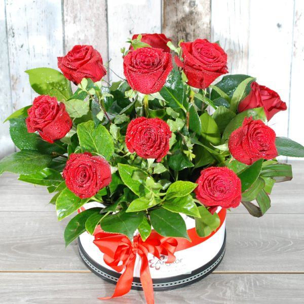 Valentine Flowers- Stunning HatBox – 10 stem roses