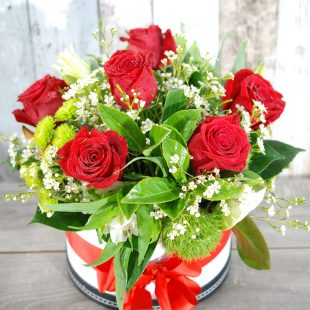Valentine Flowers- Stunning HatBox - 6 stem roses