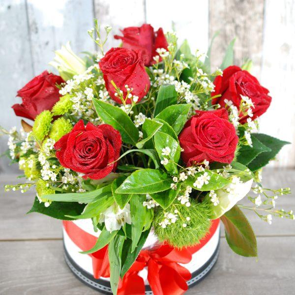 Valentine Flowers- Stunning HatBox – 6 stem roses